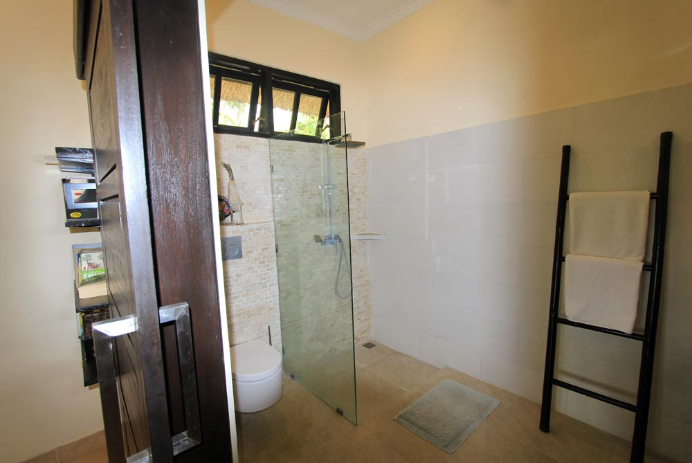Bali beachfront villa bathroom