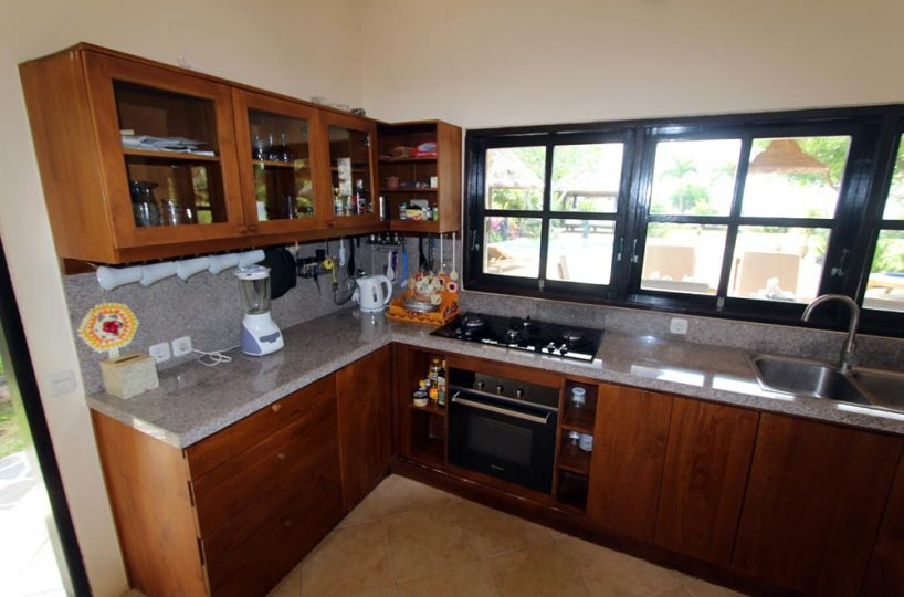 Villa Pantai kitchen