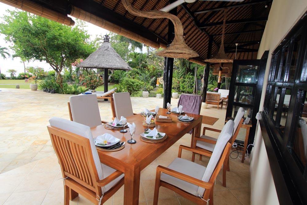 Villa Pantai Outdoor Dining