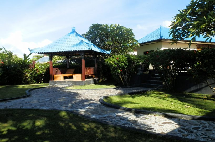 north-bali-beachfront-villa-for-lease-bale