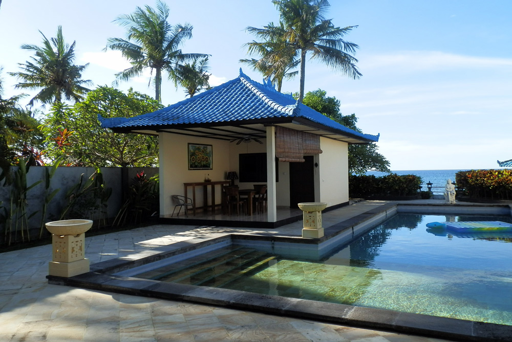 north-bali-beachfront-villa-for-lease-kitchen-building