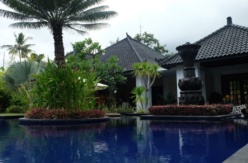 lovina villa for rent with pool